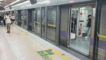 韩国首尔雨装山全高站台门